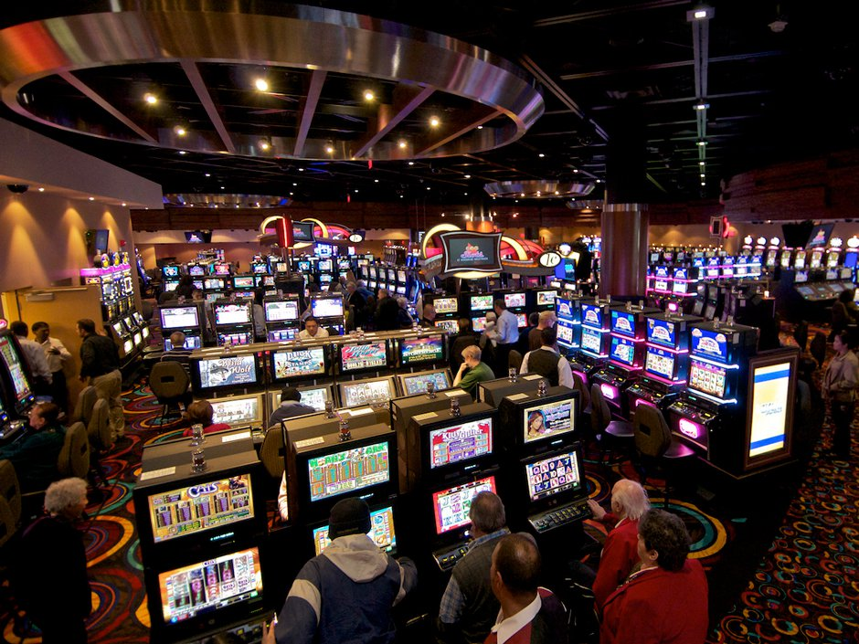 Online Poker How Online Casinos Make Cash On Online Poker